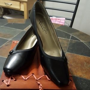 SOFT STYLES LADIES SHOES